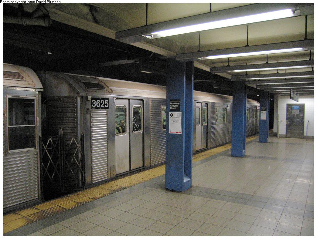 (239k, 1044x788)<br><b>Country:</b> United States<br><b>City:</b> New York<br><b>System:</b> New York City Transit<br><b>Line:</b> IND 6th Avenue Line<br><b>Location:</b> Broadway/Lafayette <br><b>Route:</b> F<br><b>Car:</b> R-32 (Budd, 1964)  3625 <br><b>Photo by:</b> David Pirmann<br><b>Date:</b> 6/30/2005<br><b>Notes:</b> Southbound platform<br><b>Viewed (this week/total):</b> 2 / 3828