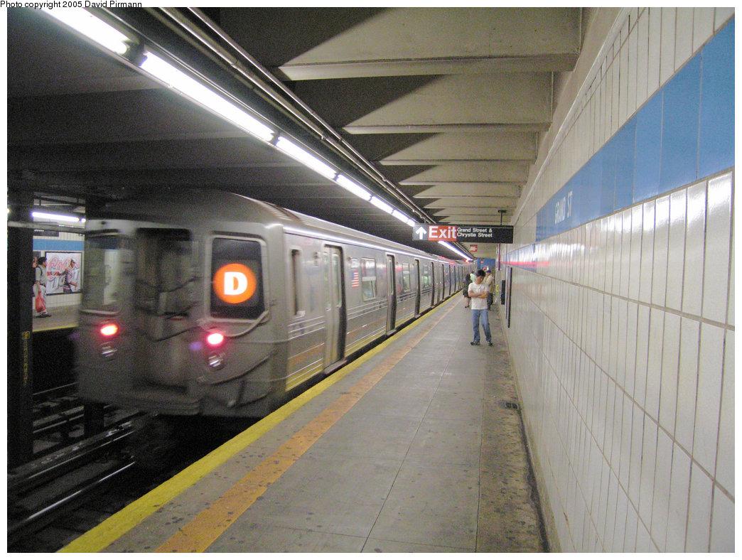 (231k, 1044x788)<br><b>Country:</b> United States<br><b>City:</b> New York<br><b>System:</b> New York City Transit<br><b>Line:</b> IND 6th Avenue Line<br><b>Location:</b> Grand Street <br><b>Route:</b> D<br><b>Car:</b> R-68 (Westinghouse-Amrail, 1986-1988)  2558 <br><b>Photo by:</b> David Pirmann<br><b>Date:</b> 6/30/2005<br><b>Notes:</b> Southbound platform<br><b>Viewed (this week/total):</b> 0 / 7091