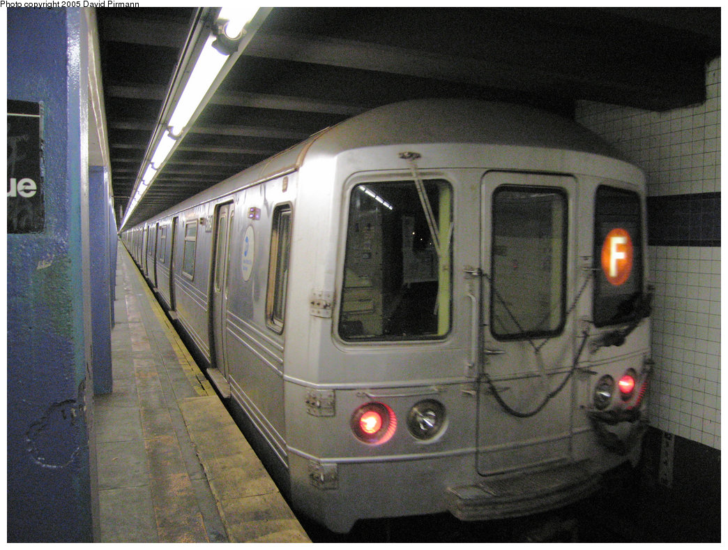 (240k, 1044x788)<br><b>Country:</b> United States<br><b>City:</b> New York<br><b>System:</b> New York City Transit<br><b>Line:</b> IND 6th Avenue Line<br><b>Location:</b> 2nd Avenue <br><b>Route:</b> F<br><b>Car:</b> R-46 (Pullman-Standard, 1974-75) 5764 <br><b>Photo by:</b> David Pirmann<br><b>Date:</b> 6/30/2005<br><b>Notes:</b> Northbound platform<br><b>Viewed (this week/total):</b> 0 / 3501