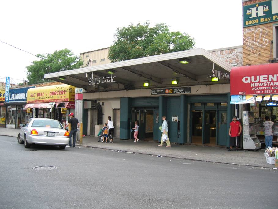 (91k, 909x682)<br><b>Country:</b> United States<br><b>City:</b> New York<br><b>System:</b> New York City Transit<br><b>Line:</b> BMT Brighton Line<br><b>Location:</b> Kings Highway <br><b>Photo by:</b> Robbie Rosenfeld<br><b>Date:</b> 6/30/2005<br><b>Viewed (this week/total):</b> 0 / 3617