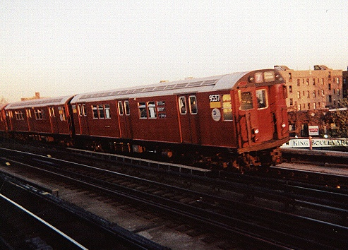 (96k, 493x354)<br><b>Country:</b> United States<br><b>City:</b> New York<br><b>System:</b> New York City Transit<br><b>Line:</b> IRT Flushing Line<br><b>Location:</b> 46th Street/Bliss Street <br><b>Route:</b> 7<br><b>Car:</b> R-36 Main Line (St. Louis, 1964) 9537 <br><b>Photo by:</b> Gary Chatterton<br><b>Date:</b> 7/2001<br><b>Viewed (this week/total):</b> 1 / 2764