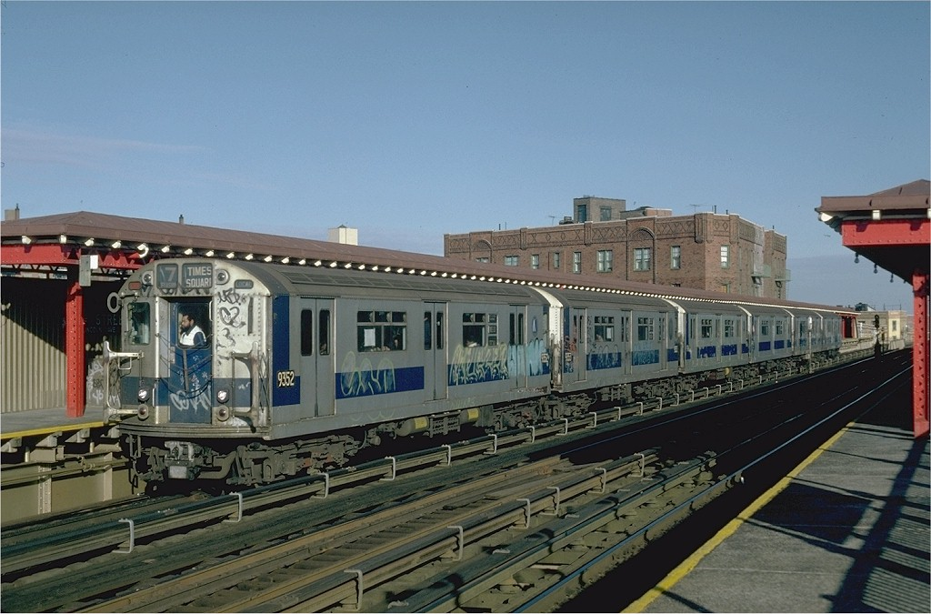 (191k, 1024x675)<br><b>Country:</b> United States<br><b>City:</b> New York<br><b>System:</b> New York City Transit<br><b>Line:</b> IRT Flushing Line<br><b>Location:</b> 52nd Street/Lincoln Avenue <br><b>Route:</b> 7<br><b>Car:</b> R-36 World's Fair (St. Louis, 1963-64) 9352 <br><b>Collection of:</b> Joe Testagrose<br><b>Date:</b> 12/11/1981<br><b>Viewed (this week/total):</b> 0 / 4953