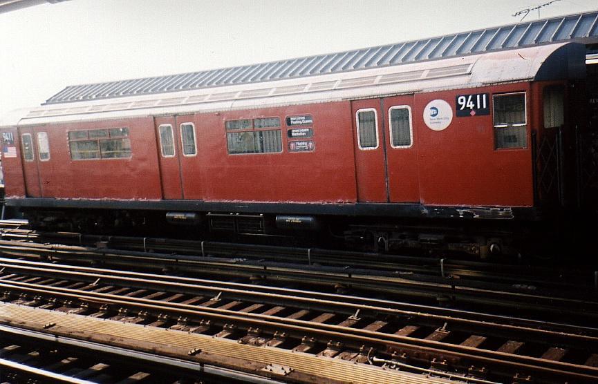 (83k, 865x556)<br><b>Country:</b> United States<br><b>City:</b> New York<br><b>System:</b> New York City Transit<br><b>Line:</b> IRT Flushing Line<br><b>Location:</b> 52nd Street/Lincoln Avenue <br><b>Route:</b> 7<br><b>Car:</b> R-36 World's Fair (St. Louis, 1963-64) 9411 <br><b>Photo by:</b> Gary Chatterton<br><b>Date:</b> 7/26/2002<br><b>Viewed (this week/total):</b> 0 / 2991