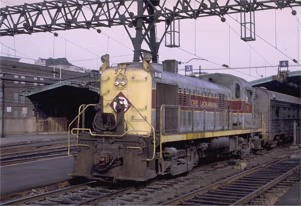 (262k, 1024x699)<br><b>Country:</b> United States<br><b>City:</b> Hoboken, NJ<br><b>System:</b> NJ Transit (or Predecessor)<br><b>Location:</b> Hoboken Terminal <br><b>Car:</b>  921 <br><b>Photo by:</b> Ray Maronpot<br><b>Collection of:</b> Joe Testagrose<br><b>Date:</b> 10/12/1970<br><b>Viewed (this week/total):</b> 2 / 1702