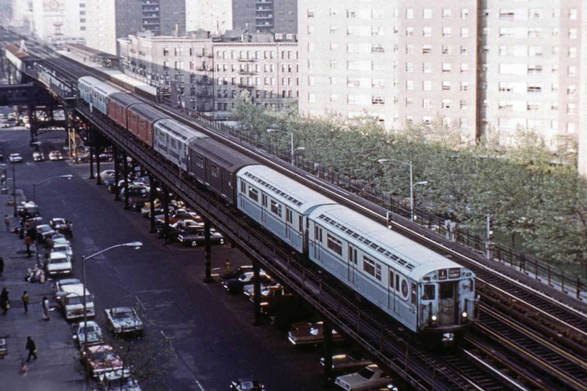 (465k, 1024x682)<br><b>Country:</b> United States<br><b>City:</b> New York<br><b>System:</b> New York City Transit<br><b>Line:</b> IRT West Side Line<br><b>Location:</b> 125th Street <br><b>Route:</b> 1<br><b>Car:</b> R-36 World's Fair (St. Louis, 1963-64) 9517 <br><b>Collection of:</b> David Pirmann<br><b>Date:</b> 1972<br><b>Viewed (this week/total):</b> 0 / 4386