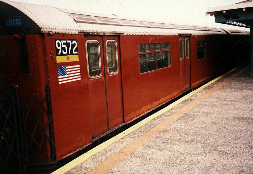 (81k, 820x566)<br><b>Country:</b> United States<br><b>City:</b> New York<br><b>System:</b> New York City Transit<br><b>Line:</b> IRT Flushing Line<br><b>Location:</b> 82nd Street/Jackson Heights <br><b>Route:</b> 7<br><b>Car:</b> R-36 World's Fair (St. Louis, 1963-64) 9572 <br><b>Photo by:</b> Gary Chatterton<br><b>Date:</b> 2002<br><b>Viewed (this week/total):</b> 0 / 3720