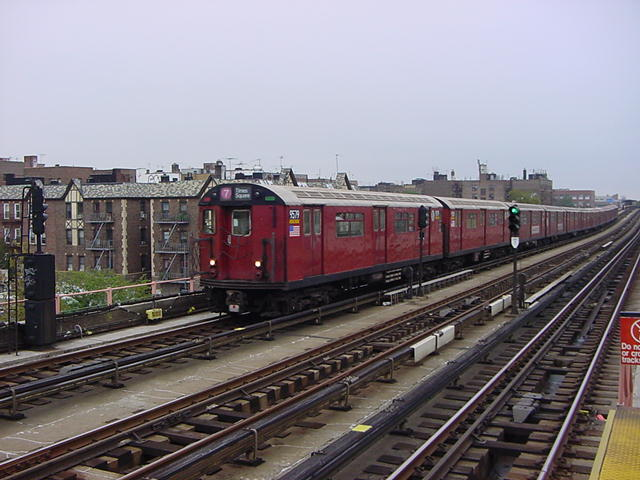(60k, 640x480)<br><b>Country:</b> United States<br><b>City:</b> New York<br><b>System:</b> New York City Transit<br><b>Line:</b> IRT Flushing Line<br><b>Location:</b> 40th Street/Lowery Street <br><b>Route:</b> 7<br><b>Car:</b> R-36 World's Fair (St. Louis, 1963-64) 9579 <br><b>Photo by:</b> Salaam Allah<br><b>Date:</b> 9/27/2002<br><b>Viewed (this week/total):</b> 0 / 4263