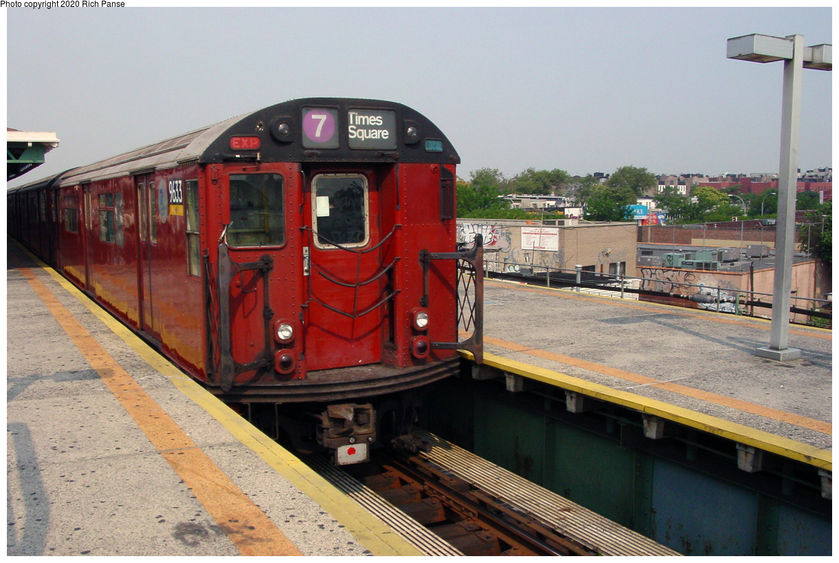 (74k, 820x620)<br><b>Country:</b> United States<br><b>City:</b> New York<br><b>System:</b> New York City Transit<br><b>Line:</b> IRT Flushing Line<br><b>Location:</b> Junction Boulevard <br><b>Route:</b> 7<br><b>Car:</b> R-36 World's Fair (St. Louis, 1963-64) 9633 <br><b>Photo by:</b> Richard Panse<br><b>Date:</b> 7/18/2002<br><b>Viewed (this week/total):</b> 0 / 4454