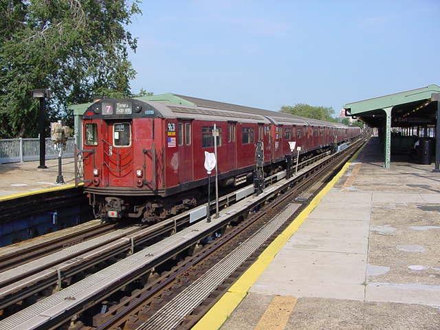 (61k, 640x480)<br><b>Country:</b> United States<br><b>City:</b> New York<br><b>System:</b> New York City Transit<br><b>Line:</b> IRT Flushing Line<br><b>Location:</b> Willets Point/Mets (fmr. Shea Stadium) <br><b>Route:</b> 7<br><b>Car:</b> R-36 World's Fair (St. Louis, 1963-64) 9681 <br><b>Photo by:</b> Salaam Allah<br><b>Date:</b> 9/21/2002<br><b>Viewed (this week/total):</b> 0 / 4217
