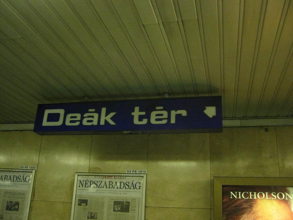 (106k, 1152x864)<br><b>Country:</b> Hungary<br><b>City:</b> Budapest<br><b>System:</b> Budapest BKV Metro<br><b>Line:</b> Metro M3<br><b>Location:</b> Deák Ferenc tér<br><b>Photo by:</b> Bernard Chatreau<br><b>Date:</b> 7/21/2003<br><b>Viewed (this week/total):</b> 2 / 2665