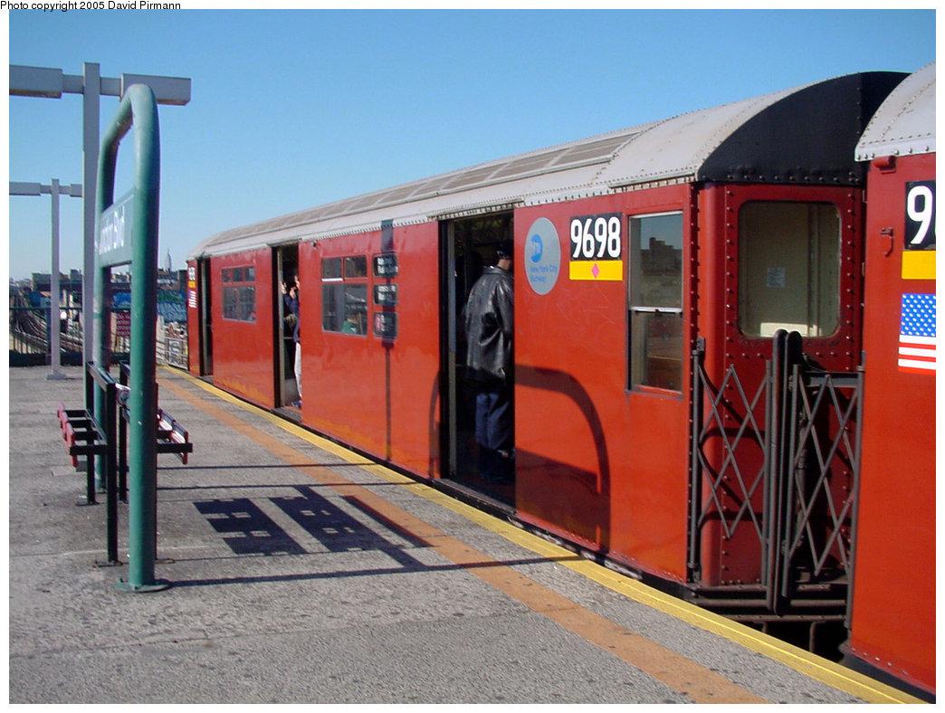 (217k, 1044x788)<br><b>Country:</b> United States<br><b>City:</b> New York<br><b>System:</b> New York City Transit<br><b>Line:</b> IRT Flushing Line<br><b>Location:</b> Junction Boulevard <br><b>Route:</b> 7<br><b>Car:</b> R-36 World's Fair (St. Louis, 1963-64) 9698 <br><b>Photo by:</b> David Pirmann<br><b>Date:</b> 11/11/2001<br><b>Viewed (this week/total):</b> 1 / 4644