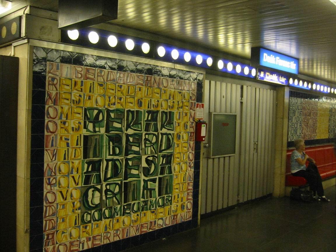 (167k, 1152x864)<br><b>Country:</b> Hungary<br><b>City:</b> Budapest<br><b>System:</b> Budapest BKV Metro<br><b>Line:</b> Metro M3<br><b>Location:</b> Deák Ferenc tér <br><b>Photo by:</b> Bernard Chatreau<br><b>Date:</b> 7/22/2003<br><b>Notes:</b> Artwork<br><b>Viewed (this week/total):</b> 3 / 962