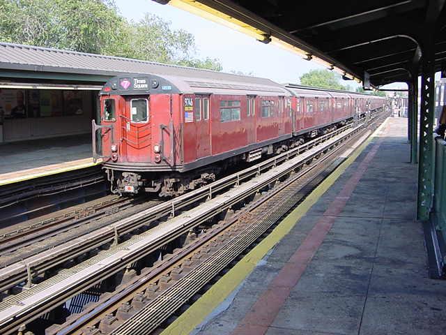 (58k, 640x480)<br><b>Country:</b> United States<br><b>City:</b> New York<br><b>System:</b> New York City Transit<br><b>Line:</b> IRT Flushing Line<br><b>Location:</b> Willets Point/Mets (fmr. Shea Stadium) <br><b>Route:</b> 7<br><b>Car:</b> R-36 World's Fair (St. Louis, 1963-64) 9746 <br><b>Photo by:</b> Salaam Allah<br><b>Date:</b> 9/21/2002<br><b>Viewed (this week/total):</b> 1 / 2541