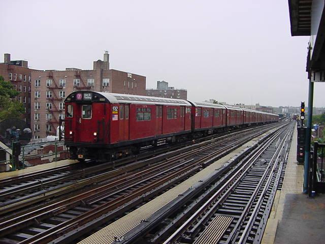(61k, 640x480)<br><b>Country:</b> United States<br><b>City:</b> New York<br><b>System:</b> New York City Transit<br><b>Line:</b> IRT Flushing Line<br><b>Location:</b> 74th Street/Broadway <br><b>Route:</b> 7<br><b>Car:</b> R-36 World's Fair (St. Louis, 1963-64) 9752 <br><b>Photo by:</b> Salaam Allah<br><b>Date:</b> 9/26/2002<br><b>Viewed (this week/total):</b> 0 / 4114