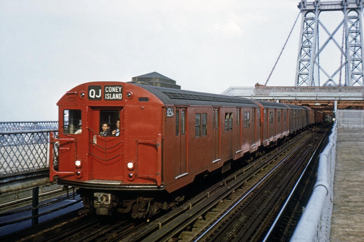 (210k, 1024x674)<br><b>Country:</b> United States<br><b>City:</b> New York<br><b>System:</b> New York City Transit<br><b>Line:</b> BMT Nassau Street/Jamaica Line<br><b>Location:</b> Williamsburg Bridge<br><b>Route:</b> QJ<br><b>Car:</b> R-30 (St. Louis, 1961) 8264 <br><b>Photo by:</b> Joe Caronetti<br><b>Collection of:</b> Joe Testagrose<br><b>Viewed (this week/total):</b> 2 / 6493