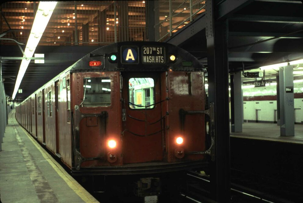 (88k, 993x668)<br><b>Country:</b> United States<br><b>City:</b> New York<br><b>System:</b> New York City Transit<br><b>Line:</b> IND Fulton Street Line<br><b>Location:</b> Utica Avenue <br><b>Route:</b> Fan Trip<br><b>Car:</b> R-30 (St. Louis, 1961) 8408 <br><b>Photo by:</b> Glenn L. Rowe<br><b>Date:</b> 5/30/1993<br><b>Viewed (this week/total):</b> 17 / 10027
