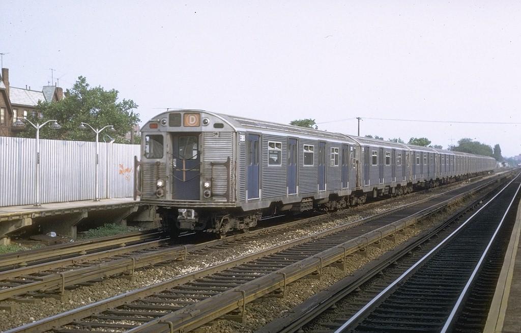 (192k, 1024x654)<br><b>Country:</b> United States<br><b>City:</b> New York<br><b>System:</b> New York City Transit<br><b>Line:</b> BMT Brighton Line<br><b>Location:</b> Avenue U <br><b>Route:</b> D<br><b>Car:</b> R-32 (Budd, 1964)  3383 <br><b>Photo by:</b> Joe Testagrose<br><b>Date:</b> 6/27/1972<br><b>Viewed (this week/total):</b> 5 / 4417