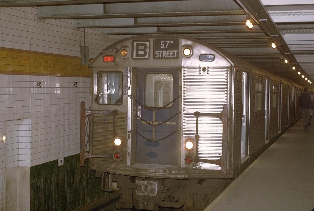 (217k, 1024x688)<br><b>Country:</b> United States<br><b>City:</b> New York<br><b>System:</b> New York City Transit<br><b>Line:</b> IND 6th Avenue Line<br><b>Location:</b> 34th Street/Herald Square <br><b>Route:</b> B<br><b>Car:</b> R-32 (Budd, 1964)  3394 <br><b>Photo by:</b> Joe Testagrose<br><b>Date:</b> 12/1/1970<br><b>Viewed (this week/total):</b> 2 / 4946