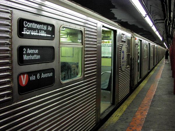 (99k, 600x450)<br><b>Country:</b> United States<br><b>City:</b> New York<br><b>System:</b> New York City Transit<br><b>Line:</b> IND Queens Boulevard Line<br><b>Location:</b> Lexington Avenue-53rd Street <br><b>Route:</b> V<br><b>Car:</b> R-32 (Budd, 1964)  3399 <br><b>Photo by:</b> Trevor Logan<br><b>Date:</b> 9/9/2001<br><b>Viewed (this week/total):</b> 3 / 10557