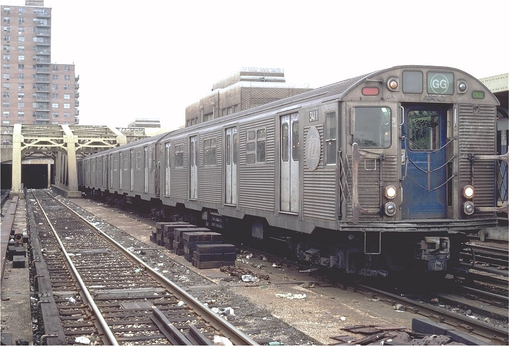 (236k, 1024x696)<br><b>Country:</b> United States<br><b>City:</b> New York<br><b>System:</b> New York City Transit<br><b>Line:</b> IND Crosstown Line<br><b>Location:</b> 4th Avenue <br><b>Route:</b> GG<br><b>Car:</b> R-32 (Budd, 1964)  3411 <br><b>Photo by:</b> Steve Zabel<br><b>Collection of:</b> Joe Testagrose<br><b>Date:</b> 1/3/1982<br><b>Viewed (this week/total):</b> 2 / 6757