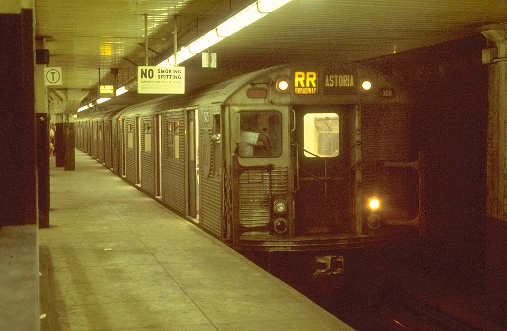(198k, 1024x669)<br><b>Country:</b> United States<br><b>City:</b> New York<br><b>System:</b> New York City Transit<br><b>Location:</b> DeKalb Avenue<br><b>Route:</b> RR<br><b>Car:</b> R-32 (Budd, 1964)  3425 <br><b>Photo by:</b> Joe Testagrose<br><b>Date:</b> 8/16/1969<br><b>Viewed (this week/total):</b> 0 / 4626