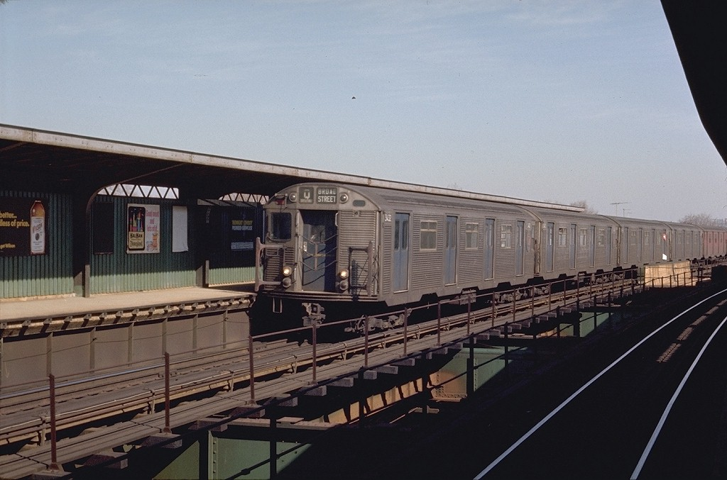 (170k, 1024x677)<br><b>Country:</b> United States<br><b>City:</b> New York<br><b>System:</b> New York City Transit<br><b>Line:</b> BMT Nassau Street/Jamaica Line<br><b>Location:</b> Metropolitan Avenue (Demolished) <br><b>Route:</b> QJ<br><b>Car:</b> R-32 (Budd, 1964)  3432 <br><b>Photo by:</b> Joe Testagrose<br><b>Date:</b> 2/20/1970<br><b>Viewed (this week/total):</b> 0 / 5794