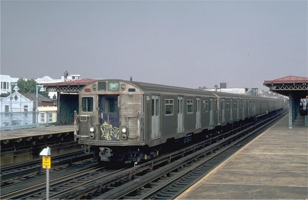 (171k, 1024x664)<br><b>Country:</b> United States<br><b>City:</b> New York<br><b>System:</b> New York City Transit<br><b>Line:</b> BMT Astoria Line<br><b>Location:</b> 39th/Beebe Aves. <br><b>Route:</b> RR<br><b>Car:</b> R-32 (Budd, 1964)  3604 <br><b>Photo by:</b> Steve Zabel<br><b>Collection of:</b> Joe Testagrose<br><b>Date:</b> 8/5/1982<br><b>Viewed (this week/total):</b> 1 / 5473