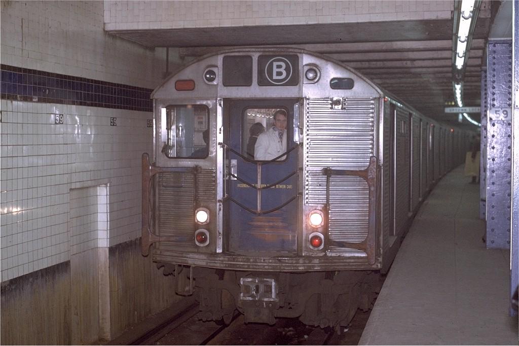 (183k, 1024x682)<br><b>Country:</b> United States<br><b>City:</b> New York<br><b>System:</b> New York City Transit<br><b>Line:</b> IND 8th Avenue Line<br><b>Location:</b> 59th Street/Columbus Circle <br><b>Route:</b> B<br><b>Car:</b> R-32 (Budd, 1964)  3613 <br><b>Photo by:</b> Joe Testagrose<br><b>Date:</b> 11/27/1970<br><b>Viewed (this week/total):</b> 0 / 3940