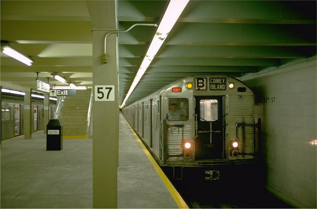 (141k, 1024x675)<br><b>Country:</b> United States<br><b>City:</b> New York<br><b>System:</b> New York City Transit<br><b>Line:</b> IND 6th Avenue Line<br><b>Location:</b> 57th Street <br><b>Route:</b> B<br><b>Car:</b> R-32 (Budd, 1964)  3618 <br><b>Photo by:</b> Doug Grotjahn<br><b>Collection of:</b> Joe Testagrose<br><b>Date:</b> 9/26/1968<br><b>Viewed (this week/total):</b> 0 / 5047