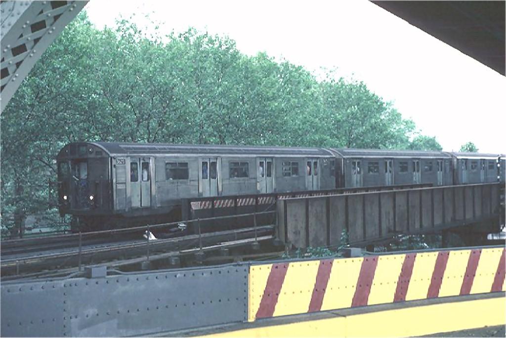(160k, 1024x684)<br><b>Country:</b> United States<br><b>City:</b> New York<br><b>System:</b> New York City Transit<br><b>Location:</b> 60th St. Tunnel Portal<br><b>Route:</b> RR<br><b>Car:</b> R-32 (Budd, 1964)  3625 <br><b>Photo by:</b> Steve Zabel<br><b>Collection of:</b> Joe Testagrose<br><b>Date:</b> 9/7/1981<br><b>Viewed (this week/total):</b> 1 / 3696