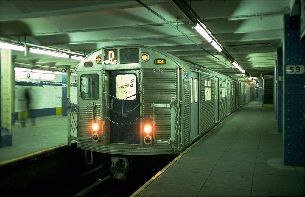 (164k, 1024x662)<br><b>Country:</b> United States<br><b>City:</b> New York<br><b>System:</b> New York City Transit<br><b>Line:</b> IND 8th Avenue Line<br><b>Location:</b> 59th Street/Columbus Circle<br><b>Route:</b> D<br><b>Car:</b> R-32 (Budd, 1964) 3637 <br><b>Collection of:</b> Joe Testagrose<br><b>Date:</b> 1/23/1977<br><b>Notes:</b> Showing middle platform<br><b>Viewed (this week/total):</b> 1 / 6905