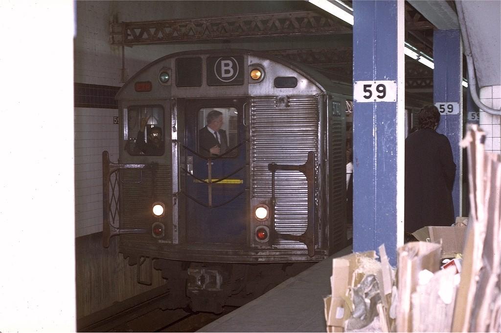 (173k, 1024x682)<br><b>Country:</b> United States<br><b>City:</b> New York<br><b>System:</b> New York City Transit<br><b>Line:</b> IND 8th Avenue Line<br><b>Location:</b> 59th Street/Columbus Circle <br><b>Route:</b> B<br><b>Car:</b> R-32 (Budd, 1964)  3740 <br><b>Photo by:</b> Joe Testagrose<br><b>Date:</b> 11/27/1970<br><b>Viewed (this week/total):</b> 2 / 3457