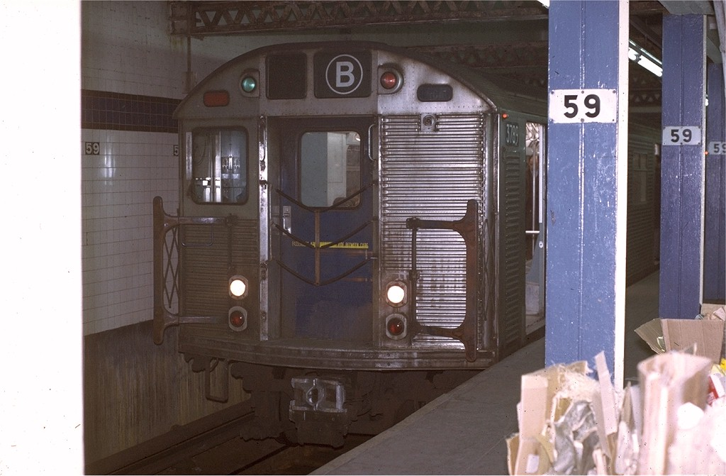 (163k, 1024x671)<br><b>Country:</b> United States<br><b>City:</b> New York<br><b>System:</b> New York City Transit<br><b>Line:</b> IND 8th Avenue Line<br><b>Location:</b> 59th Street/Columbus Circle <br><b>Route:</b> B<br><b>Car:</b> R-32 (Budd, 1964)  3789 <br><b>Collection of:</b> Joe Testagrose<br><b>Date:</b> 11/27/1970<br><b>Viewed (this week/total):</b> 3 / 2777