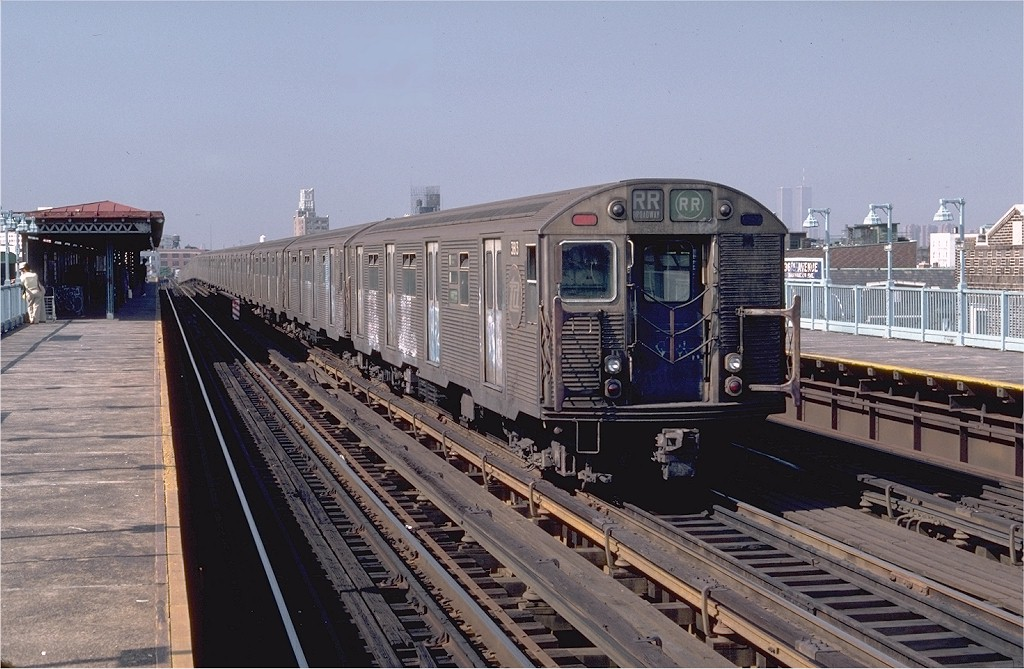 (205k, 1024x669)<br><b>Country:</b> United States<br><b>City:</b> New York<br><b>System:</b> New York City Transit<br><b>Line:</b> BMT Astoria Line<br><b>Location:</b> 36th/Washington Aves. <br><b>Car:</b> R-32 (Budd, 1964)  3813 <br><b>Photo by:</b> Steve Zabel<br><b>Collection of:</b> Joe Testagrose<br><b>Date:</b> 8/13/1982<br><b>Viewed (this week/total):</b> 3 / 5496