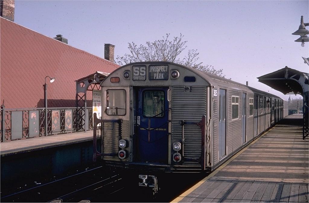 (189k, 1024x674)<br><b>Country:</b> United States<br><b>City:</b> New York<br><b>System:</b> New York City Transit<br><b>Line:</b> BMT Franklin<br><b>Location:</b> Dean Street <br><b>Route:</b> Franklin Shuttle<br><b>Car:</b> R-32 (Budd, 1964)  3825 <br><b>Photo by:</b> Doug Grotjahn<br><b>Collection of:</b> Joe Testagrose<br><b>Date:</b> 4/28/1968<br><b>Viewed (this week/total):</b> 2 / 4514