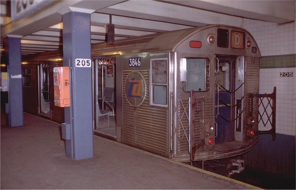 (177k, 1024x657)<br><b>Country:</b> United States<br><b>City:</b> New York<br><b>System:</b> New York City Transit<br><b>Line:</b> IND Concourse Line<br><b>Location:</b> 205th Street <br><b>Route:</b> D<br><b>Car:</b> R-32 (Budd, 1964)  3846 <br><b>Photo by:</b> Doug Grotjahn<br><b>Collection of:</b> Joe Testagrose<br><b>Date:</b> 12/12/1971<br><b>Viewed (this week/total):</b> 1 / 5150
