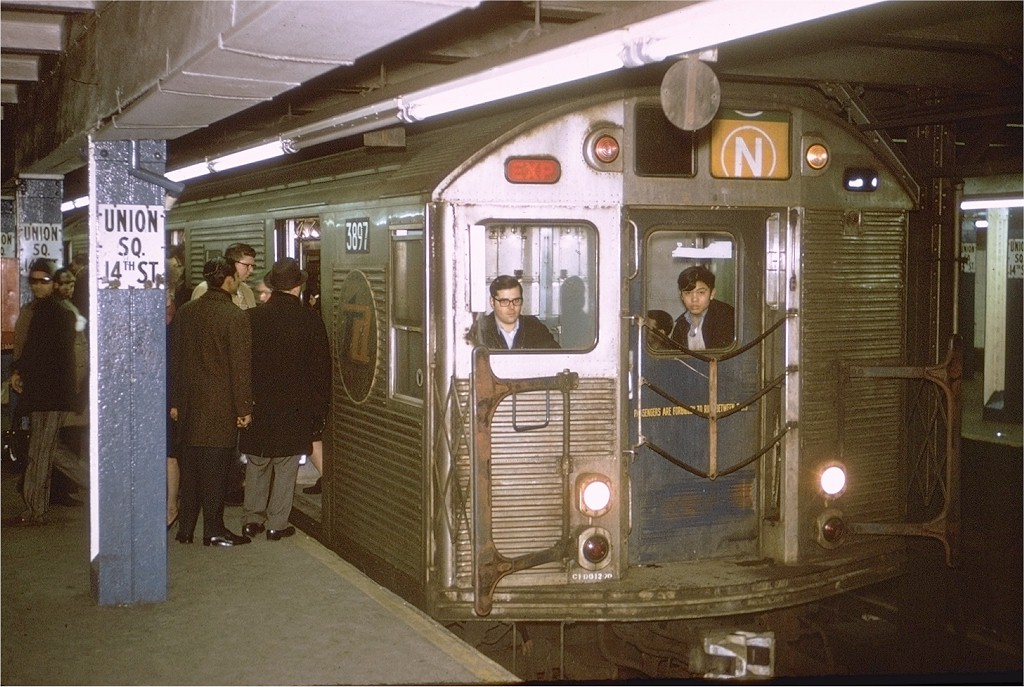 (212k, 1024x687)<br><b>Country:</b> United States<br><b>City:</b> New York<br><b>System:</b> New York City Transit<br><b>Line:</b> BMT Broadway Line<br><b>Location:</b> 14th Street/Union Square <br><b>Route:</b> N<br><b>Car:</b> R-32 (Budd, 1964)  3897 <br><b>Photo by:</b> Joe Testagrose<br><b>Date:</b> 1/23/1971<br><b>Viewed (this week/total):</b> 1 / 6834