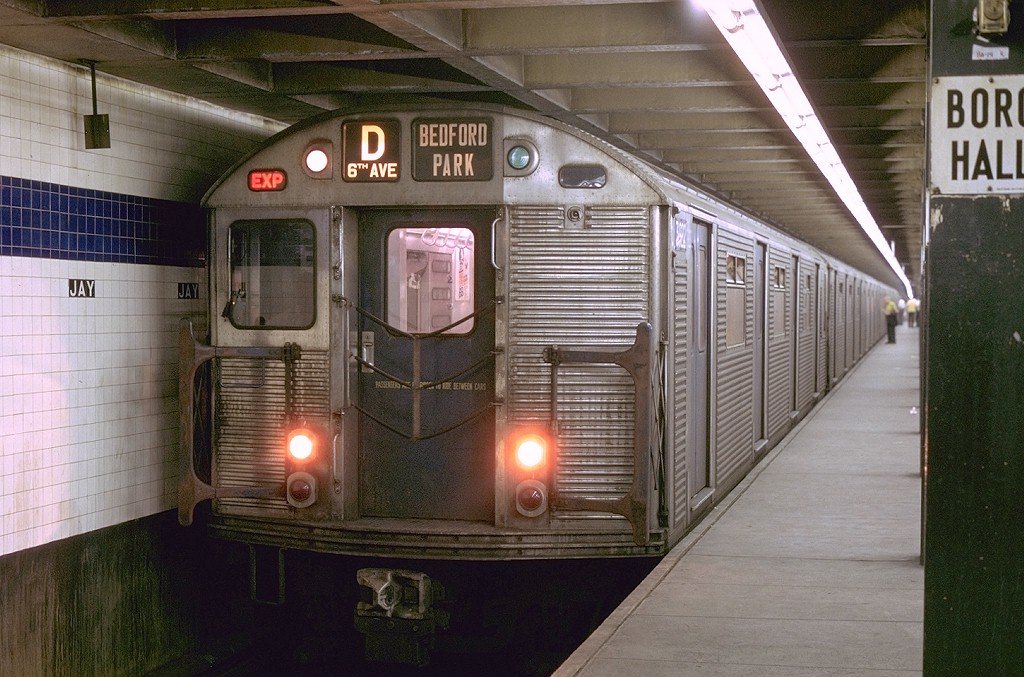 (208k, 1024x677)<br><b>Country:</b> United States<br><b>City:</b> New York<br><b>System:</b> New York City Transit<br><b>Line:</b> IND 8th Avenue Line<br><b>Location:</b> Jay St./Metrotech (Borough Hall) <br><b>Route:</b> F<br><b>Car:</b> R-32 (Budd, 1964)  3922 <br><b>Photo by:</b> Joe Testagrose<br><b>Date:</b> 8/9/1969<br><b>Viewed (this week/total):</b> 1 / 4001