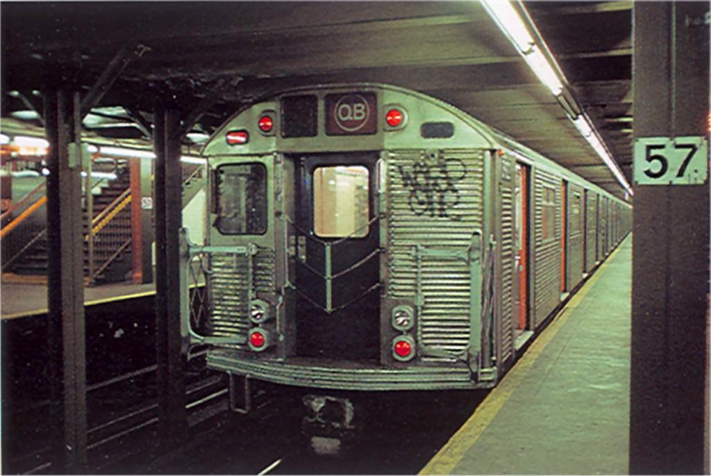 (169k, 1024x685)<br><b>Country:</b> United States<br><b>City:</b> New York<br><b>System:</b> New York City Transit<br><b>Line:</b> BMT Broadway Line<br><b>Location:</b> 57th Street <br><b>Route:</b> QB<br><b>Car:</b> R-32 (Budd, 1964)  3922 <br><b>Photo by:</b> Doug Grotjahn<br><b>Collection of:</b> Joe Testagrose<br><b>Date:</b> 12/23/1976<br><b>Viewed (this week/total):</b> 0 / 5968