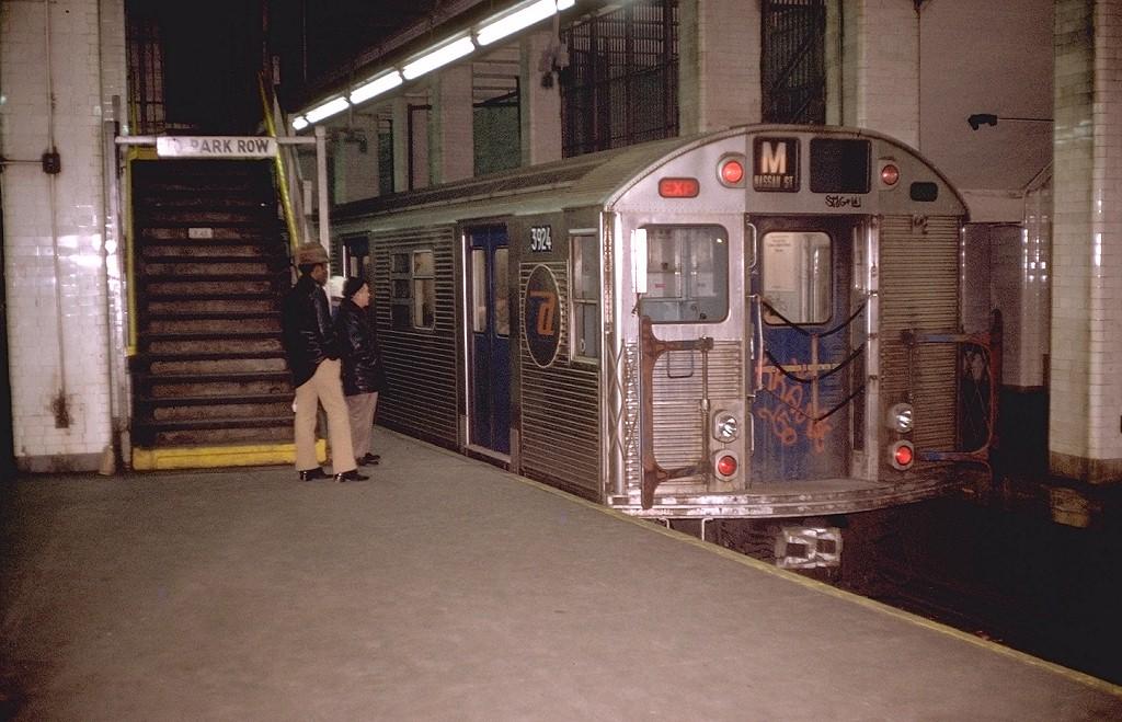 (205k, 1024x659)<br><b>Country:</b> United States<br><b>City:</b> New York<br><b>System:</b> New York City Transit<br><b>Line:</b> BMT Nassau Street/Jamaica Line<br><b>Location:</b> Chambers Street <br><b>Route:</b> M<br><b>Car:</b> R-32 (Budd, 1964)  3924 <br><b>Photo by:</b> Doug Grotjahn<br><b>Collection of:</b> Joe Testagrose<br><b>Date:</b> 1/10/1973<br><b>Viewed (this week/total):</b> 6 / 9514