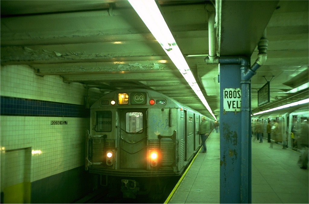 (155k, 1024x677)<br><b>Country:</b> United States<br><b>City:</b> New York<br><b>System:</b> New York City Transit<br><b>Line:</b> IND Queens Boulevard Line<br><b>Location:</b> Roosevelt Avenue <br><b>Route:</b> GG<br><b>Car:</b> R-38 (St. Louis, 1966-1967)  3953 <br><b>Photo by:</b> Doug Grotjahn<br><b>Collection of:</b> Joe Testagrose<br><b>Date:</b> 10/21/1976<br><b>Viewed (this week/total):</b> 5 / 7035