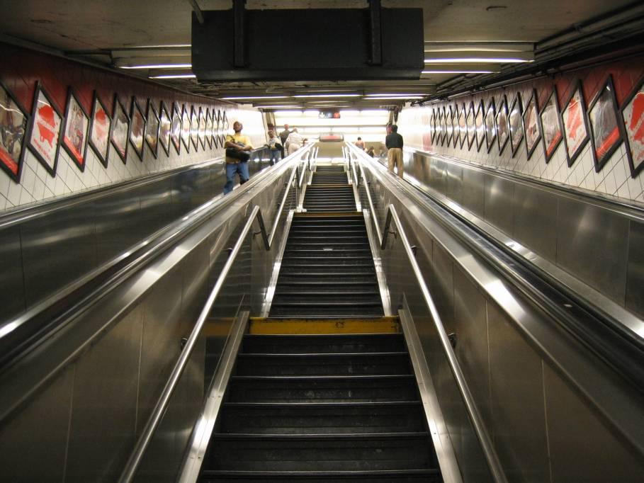 (89k, 909x682)<br><b>Country:</b> United States<br><b>City:</b> New York<br><b>System:</b> New York City Transit<br><b>Line:</b> IND Queens Boulevard Line<br><b>Location:</b> 5th Avenue/53rd Street <br><b>Photo by:</b> Robbie Rosenfeld<br><b>Date:</b> 7/15/2005<br><b>Viewed (this week/total):</b> 1 / 3623