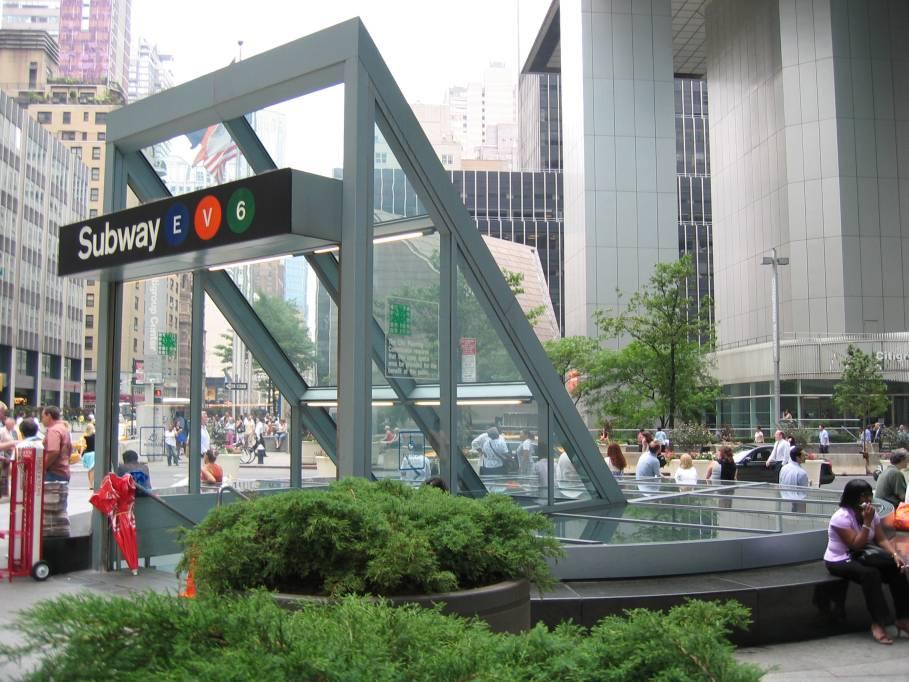 (108k, 909x682)<br><b>Country:</b> United States<br><b>City:</b> New York<br><b>System:</b> New York City Transit<br><b>Line:</b> IND Queens Boulevard Line<br><b>Location:</b> Lexington Avenue-53rd Street <br><b>Photo by:</b> Robbie Rosenfeld<br><b>Date:</b> 7/15/2005<br><b>Viewed (this week/total):</b> 0 / 4872