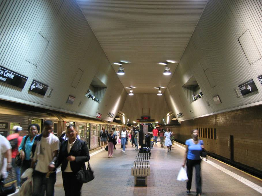 (88k, 909x682)<br><b>Country:</b> United States<br><b>City:</b> New York<br><b>System:</b> New York City Transit<br><b>Line:</b> IND Queens Boulevard Line<br><b>Location:</b> Jamaica Center/Parsons-Archer <br><b>Photo by:</b> Robbie Rosenfeld<br><b>Date:</b> 7/15/2005<br><b>Viewed (this week/total):</b> 2 / 5964