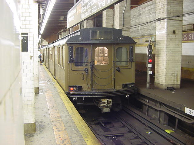 (60k, 640x480)<br><b>Country:</b> United States<br><b>City:</b> New York<br><b>System:</b> New York City Transit<br><b>Line:</b> BMT Nassau Street/Jamaica Line<br><b>Location:</b> Chambers Street <br><b>Route:</b> Fan Trip<br><b>Car:</b> BMT D-Type Triplex 6112 <br><b>Photo by:</b> Salaam Allah<br><b>Date:</b> 9/22/2002<br><b>Viewed (this week/total):</b> 0 / 5336
