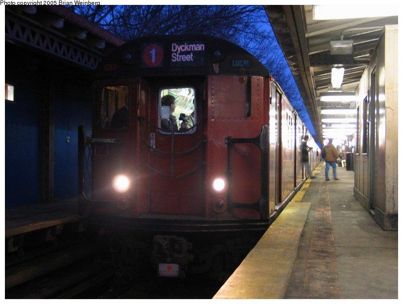 (88k, 820x620)<br><b>Country:</b> United States<br><b>City:</b> New York<br><b>System:</b> New York City Transit<br><b>Line:</b> IRT Woodlawn Line<br><b>Location:</b> Woodlawn <br><b>Route:</b> Fan Trip<br><b>Car:</b> R-33 World's Fair (St. Louis, 1963-64) 9309 <br><b>Photo by:</b> Brian Weinberg<br><b>Date:</b> 12/21/2003<br><b>Viewed (this week/total):</b> 0 / 4774