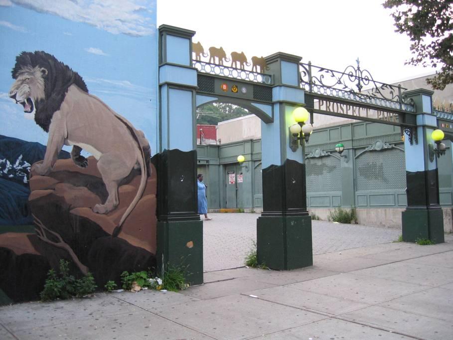 (85k, 909x682)<br><b>Country:</b> United States<br><b>City:</b> New York<br><b>System:</b> New York City Transit<br><b>Line:</b> BMT Brighton Line<br><b>Location:</b> Prospect Park <br><b>Photo by:</b> Robbie Rosenfeld<br><b>Date:</b> 7/19/2005<br><b>Viewed (this week/total):</b> 0 / 2514