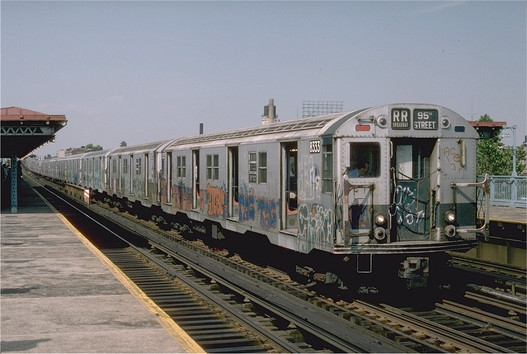 (201k, 1024x689)<br><b>Country:</b> United States<br><b>City:</b> New York<br><b>System:</b> New York City Transit<br><b>Line:</b> BMT Astoria Line<br><b>Location:</b> 39th/Beebe Aves. <br><b>Car:</b> R-30 (St. Louis, 1961) 8333 <br><b>Photo by:</b> Ed McKernan<br><b>Collection of:</b> Joe Testagrose<br><b>Date:</b> 6/1976<br><b>Viewed (this week/total):</b> 4 / 3671
