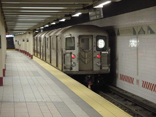 (60k, 640x480)<br><b>Country:</b> United States<br><b>City:</b> New York<br><b>System:</b> New York City Transit<br><b>Line:</b> IRT Times Square-Grand Central Shuttle<br><b>Location:</b> Grand Central <br><b>Route:</b> S<br><b>Car:</b> R-62A (Bombardier, 1984-1987)   <br><b>Photo by:</b> Salaam Allah<br><b>Date:</b> 9/23/2002<br><b>Viewed (this week/total):</b> 0 / 3153