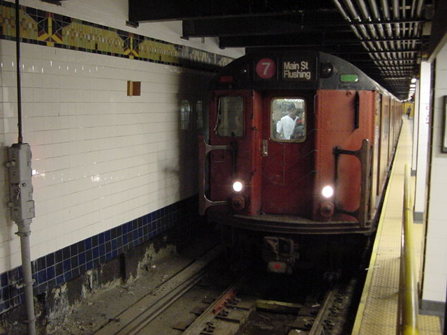 (60k, 640x480)<br><b>Country:</b> United States<br><b>City:</b> New York<br><b>System:</b> New York City Transit<br><b>Line:</b> IRT Flushing Line<br><b>Location:</b> Main Street/Flushing <br><b>Route:</b> 7<br><b>Car:</b> R-36 World's Fair (St. Louis, 1963-64)  <br><b>Photo by:</b> Salaam Allah<br><b>Date:</b> 9/18/2002<br><b>Viewed (this week/total):</b> 0 / 5544